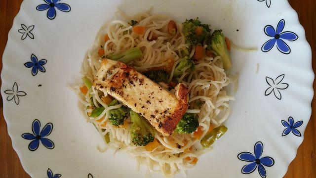 A Wholesome Meal: Vegetable Noodles With Grilled Cottage Cheese