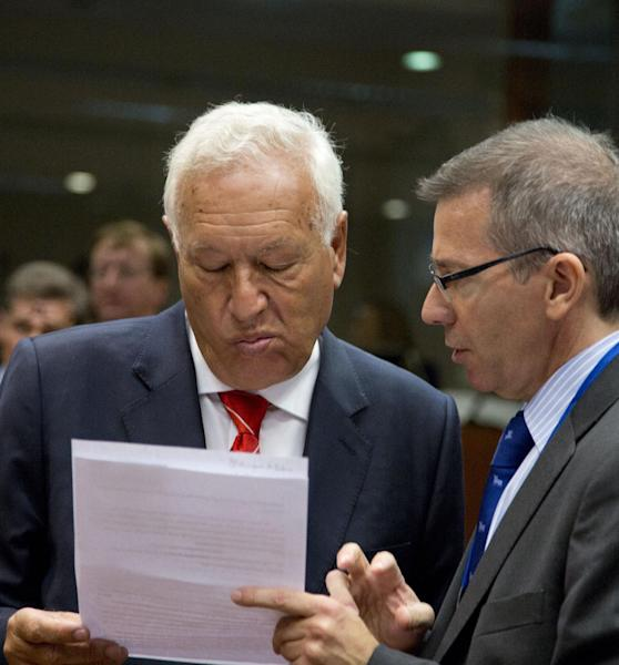European Union Special Representative for the Southern Mediterranean Bernardino Leon, right, shows a paper to Spain's Foreign Minister Jose Manuel Garcia-Margallo y Marfil during an emergency meeting of EU foreign ministers at the EU Council building in Brussels on Wednesday, Aug. 21, 2013. EU foreign ministers are seeking to forge a joint response to the crisis in Egypt by looking for ways to end the violence and return to negotiations. (AP Photo/Virginia Mayo)