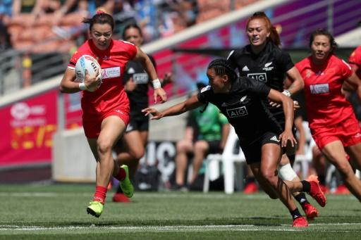 China upset a six-woman Fiji 17-12, but then fell to New Zealand on day one of the HSBC World Rugby Sevens series