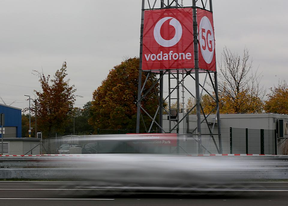 29 October 2018, North Rhine-Westphalia, Neuss: A car driving past a 5G antenna on a test site. Vodafone has put its first 5G mobile station into operation. Photo: Oliver Berg/dpa (Photo by Oliver Berg/picture alliance via Getty Images)