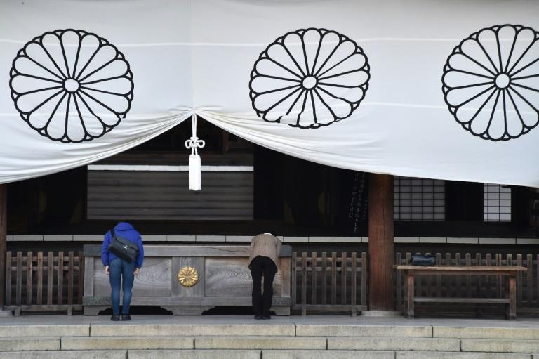 Minister prays at Yasukuni after Abe's Pearl Harbor visit