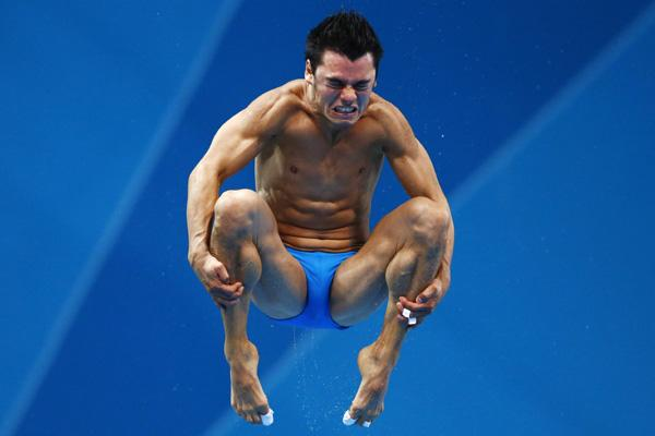 Mexico's Yahel Castillo Huerta performs a dive during the men's 3m springboard semi-final at the London 2012 Olympic Games at the Aquatics Centre August 7, 2012.   REUTERS/Michael Dalder (BRITAIN  - Tags: SPORT DIVING OLYMPICS)