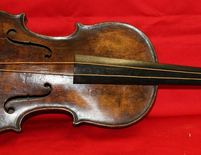 Hartley was given the violin by his fiancee Maria Robinson to mark their engagement in 1910