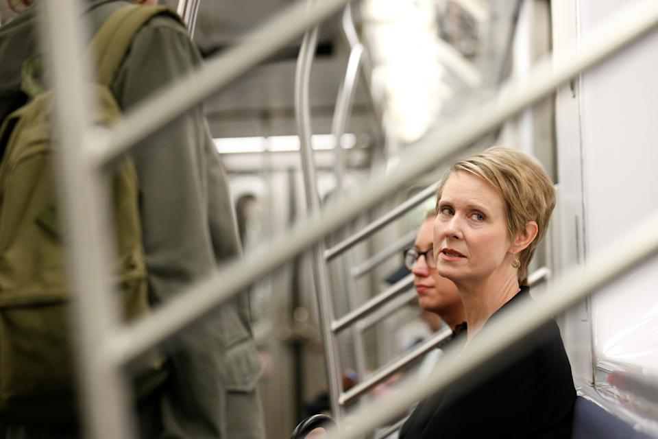 Actor and New York gubernatorial candidate Cynthia Nixon rides the subway following a campaign event in the Brooklyn borough of New York City, June 1, 2018. (Photo: Brendan McDermid/Reuters)