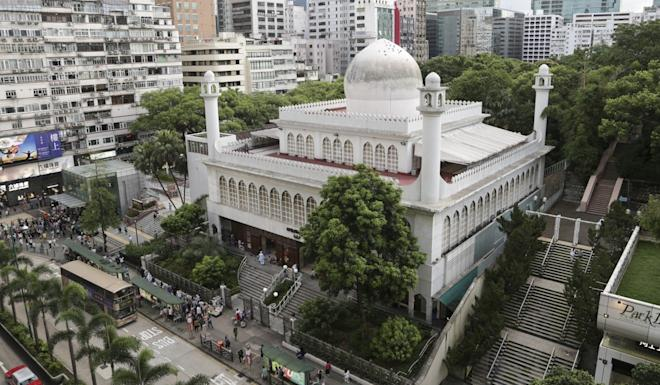 The entrance to Kowloon Mosque was sprayed blue by a police water cannon. Photo: James Wendlinger