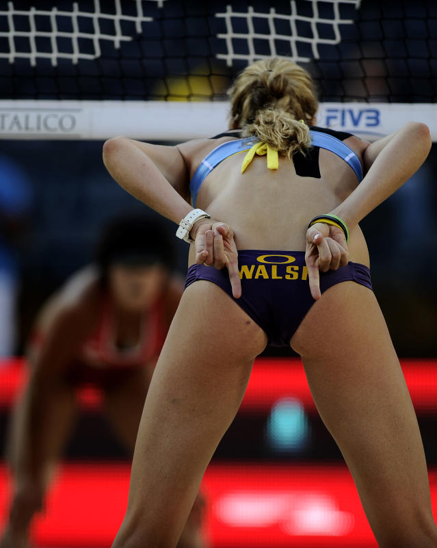 US Kerri Walsh gestures to teammate during their FIVB Beach Volleyball World Championships semifinals against China in Rome's Foro Italico on June 18, 2011. AFP PHOTO/ FILIPPO MONTEFORTE (Photo credit should read FILIPPO MONTEFORTE/AFP/Getty Images)