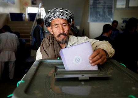 An Afghan man casts his vote during the parliamentary election at a polling station in Kabul, Afghanistan October 21, 2018. REUTERS/Omar Sobhani/Files