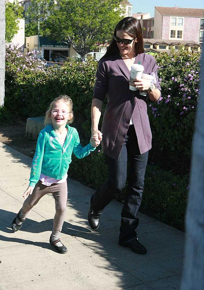 """""""Valentine's Day"""" actress Jennifer Garner and one of her two gals, 5-year-old Violet, were spotted at a Starbucks in L.A. Saturday morning. The entire fam -- including dad Ben Affleck -- recently returned from a vacay in Hawaii. <a href=""""http://www.infdaily.com"""" target=""""new"""">INFDaily.com</a> - January 22, 2011"""