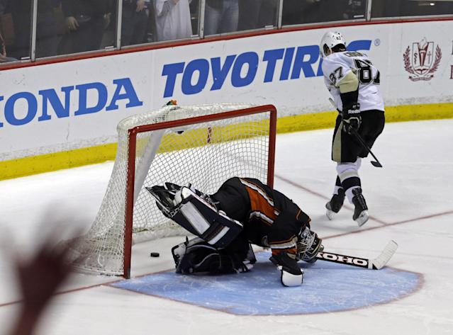 Anaheim Ducks goalie Jonas Hiller (1), of Switzerland, reacts after a goal by Pittsburgh Penguins center Sidney Crosby (87) in the third in s shootout in an NHL hockey game in Anaheim, Calif., Friday, March 7, 2014. The Penguins won the shootout, 3-2. (AP Photo/Reed Saxon)