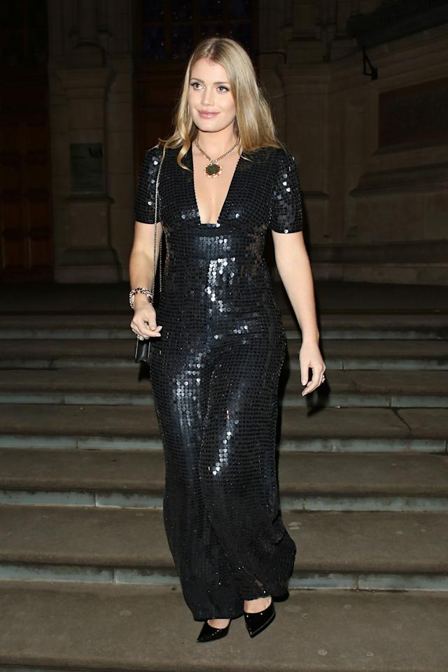 <p>The model went for a look that wouldn't feel out of place in Studio 54 as she attended an event at the Victoria and Albert Museum in London. <br /><em>[Photo: Getty]</em> </p>