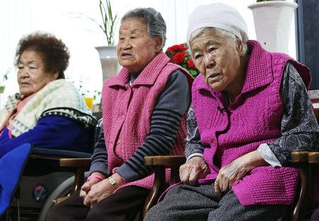 """Former South Korean """"comfort women"""" watch a news report as they wait for the result of meeting between foreign ministers of South Korea and Japan at the """"House of Sharing,"""" a special shelter for former """"comfort women"""", in Gwangju, South Korea, December 28, 2015.  REUTERS/Hong Ki-won/Yonhap"""