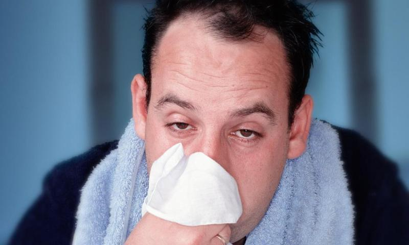 Obvious signs of illness such as sneezing and coughing are easy to spot, but more subtle cues such as pale lips or droopy eyelids may help humans to tell when another person is sick.