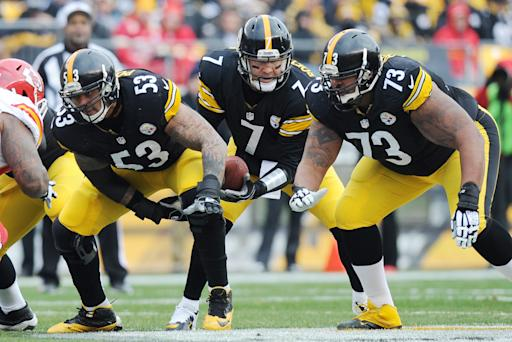 Steelers agree with linemen Pouncey, Foster
