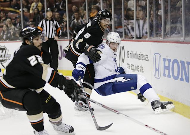 Tampa Bay Lightning's Victor Hedman, center right, of Sweden, and Anaheim Ducks' Teemu Selanne, of Finland, watch as Anaheim Ducks' Mathieu Perreault, left, goes after the puck during the second period of an NHL hockey game on Friday, Nov. 22, 2013, in Anaheim, Calif. (AP Photo/Jae C. Hong)