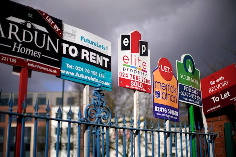 "COVENTRY, ENGLAND - MARCH 14: Estate agent ""For Sale"" and ""To Let"" signs adorn a fence next to houses on March 14, 2019 in Coventry, England. (Photo by Christopher Furlong/Getty Images)"