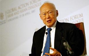 Minister Mentor Lee Kuan Yew has a simple message for voters. (AFP Photo)