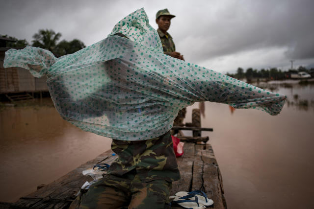 <p>Soldiers make their way to affected villages after flash floods engulfed these several villages, on July 26, 2018 in Attepeu, southeastern Laos. (Photo: Jes Aznar/Getty Images) </p>