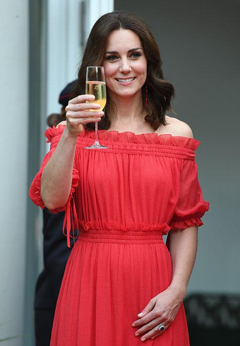 Kate-Middleton-champagne