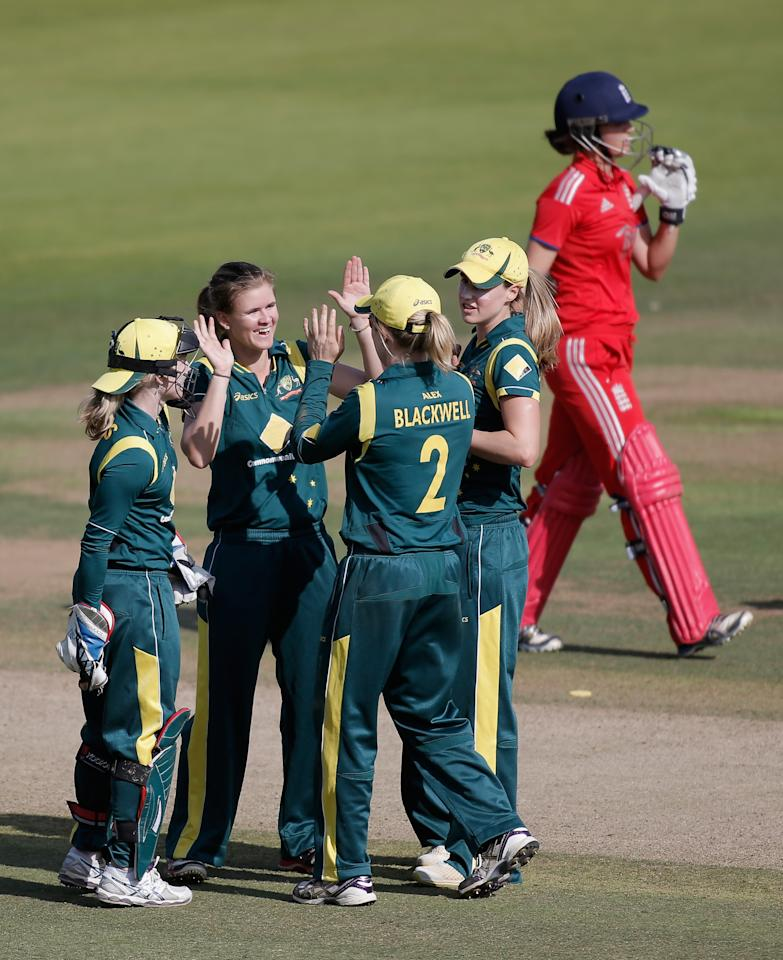 LONDON, ENGLAND - AUGUST 20: Jess Jonassen of Australia (2L) celebrates with teammates after dismissing Sarah Taylor of England (R) during the first NatWest One Day International match between England and Australia at Lord's Cricket Ground on August 20, 2013 in London, England.  (Photo by Harry Engels/Getty Images)
