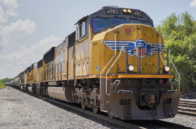 Union Pacific 1Q profit up 6% despite less freight