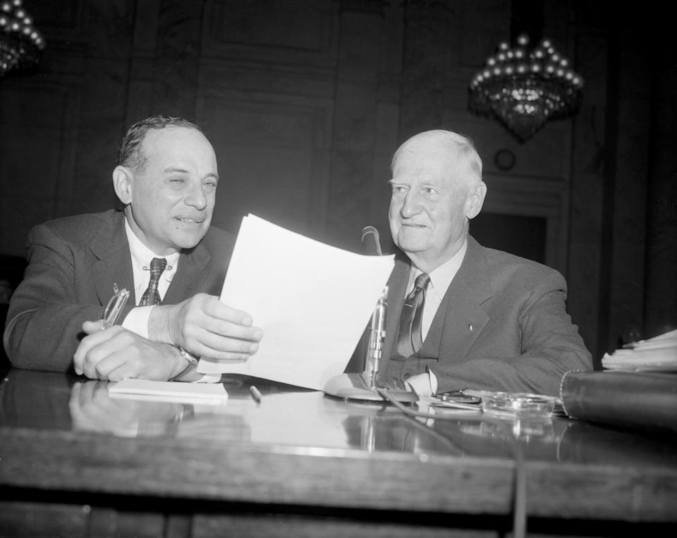 Benjamin Graham (L), and General R.E.Wood, an official of Sears, Roebuck and Co., as they appeared at the Senate Banking Committee's Stock Market investigation in 1955. (Getty)