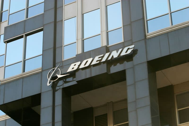 FILE PHOTO: The Boeing logo is seen on the world headquarters office building in Chicago April 26, 2006. Boeing ..