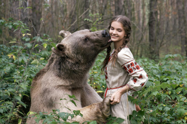<p>Stepan, a 700-pound grizzly bear, was adopted by a Russian couple when he was just 3 months old. (Photo: Olga Barantseva/Caters News) </p>