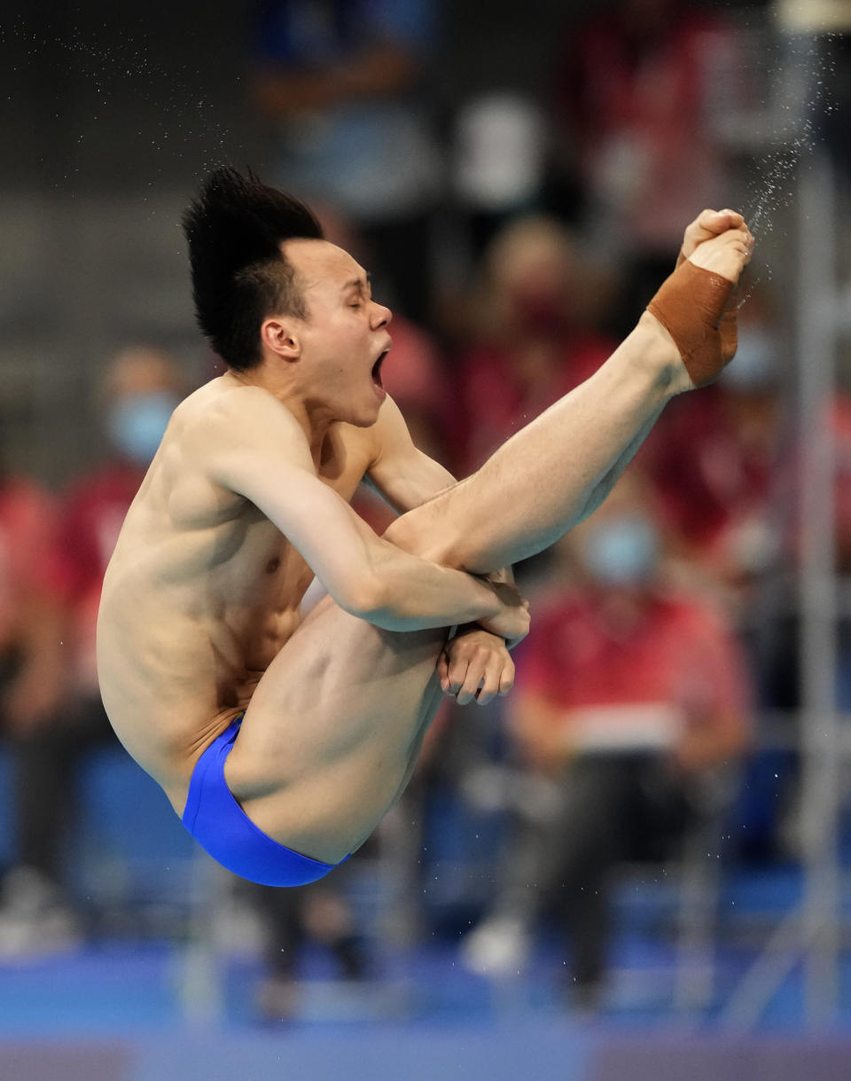Xie Siyi of China competes in men's diving 3m springboard semifinal at the Tokyo Aquatics Centre at the 2020 Summer Olympics, Tuesday, Aug. 3, 2021, in Tokyo, Japan. (AP Photo/Dmitri Lovetsky)