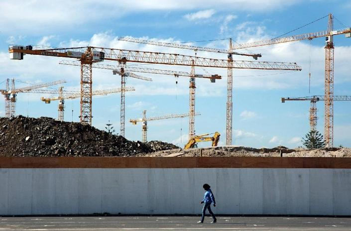 South Africa's economy has been experiencing weak growth in recent years (AFP Photo/RODGER BOSCH)
