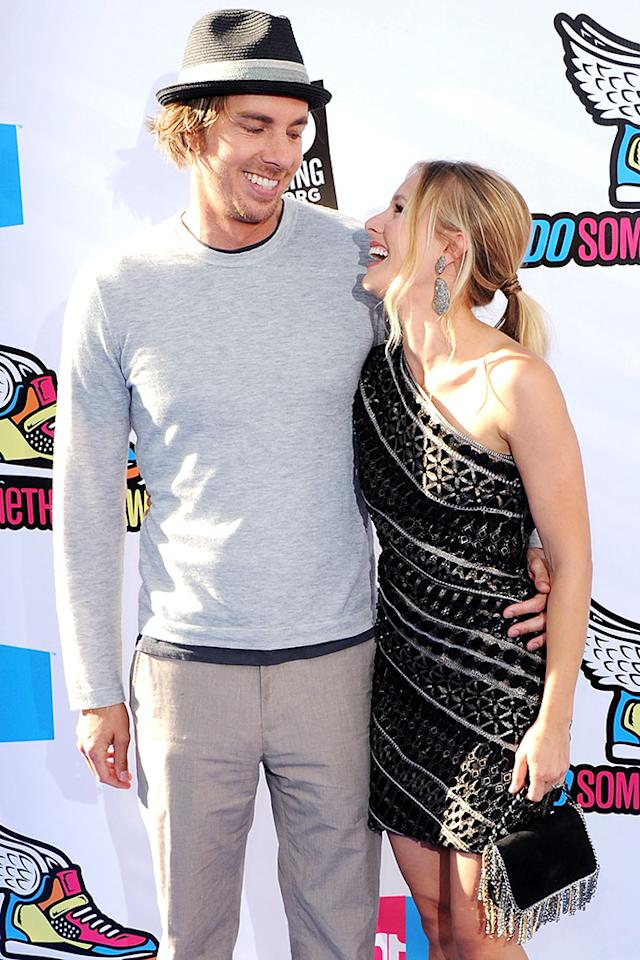 kristen bell and dax shepard s red carpet looks of love. Black Bedroom Furniture Sets. Home Design Ideas