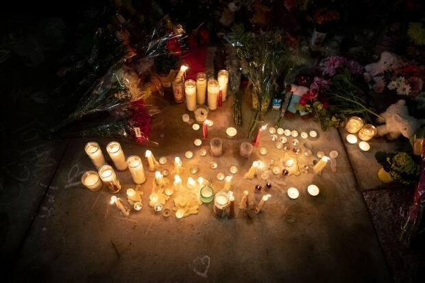 A memorial at the intersection of Hyde Park and South Carriage roads in London near the scene of Sunday's attack that Prime Minister Justin Trudeau has called an 'act of terrorism.'