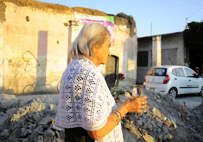 An unidentified woman carries a candle as she walks to the home of the parents of Texas death-row inmate Edgar Tamayo in Miacatlan, Mexico, Wednesday, Jan. 22, 2014. The Mexican national was executed Wednesday night in Texas for killing a Houston police officer, despite pleas and diplomatic pressure from the Mexican government and the U.S. State Department to halt the punishment. Tamayo, 46, received a lethal injection for the January 1994 fatal shooting of Officer Guy Gaddis, 24. (AP Photo/Tony Rivera)