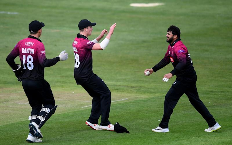 Azhar Ali of Somerset celebrates taking the catch of Miles Hammond with Tom Abell of Somerset and Tom Banton of Somerset during the Royal London One Day Cup match between Gloucestershire and Somerset at The County Ground on April 28, 2019 in Bristol, England. - GETTY IMAGES