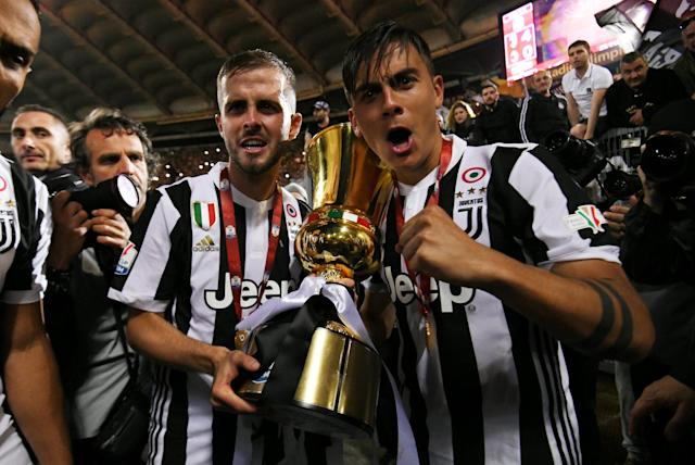 Soccer Football - Coppa Italia Final - Juventus vs AC Milan - Stadio Olimpico, Rome, Italy - May 9, 2018 Juventus' Paulo Dybala and Miralem Pjanic celebrate with the trophy after winning the Coppa Italia REUTERS/Alberto Lingria