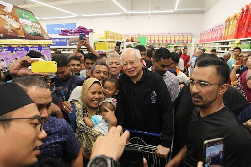 People clamour to take selfies with the former PM at a hypermarket in Semenyih. — Picture via Facebook/NajibRazak