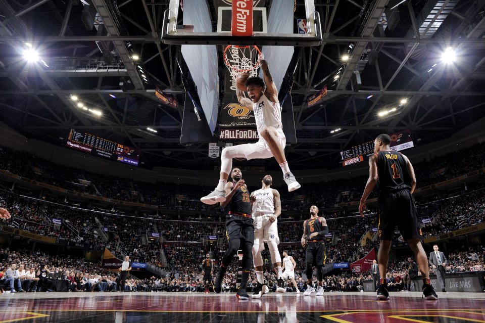 Kelly Oubre Jr. throws it down as the Cleveland Cavaliers look on. (Getty)