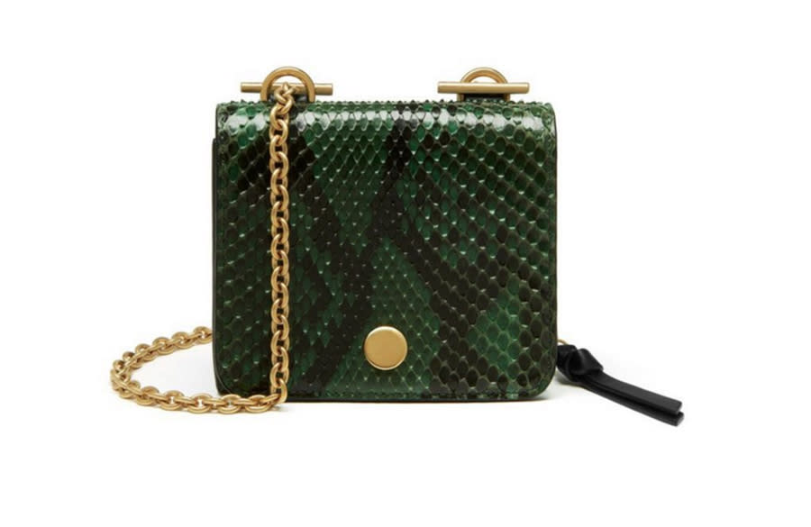 <p>Part of Mulberry's new Clifton family, this python skin bag boasts a detachable chain and is perfect for using everyday. </p>