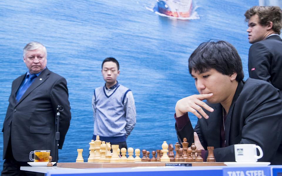Azerbaijan's former world chess champion and grandmaster Anatoli Karpov (L) and Norwegian grand master and current world champion chess player Magnus Carlsen (R) watch the match of Filipino chess player Wesley So (2-R) during the final day of the 79th edition of the Tata Steel Chess Tournament in the Moriaan sports hall in Wijk aan Zee on January 29, 2017. - Netherlands OUT (Photo by Koen SUYK / ANP / AFP) / Netherlands OUT / The erroneous mention appearing in the metadata of this photo by Koen SUYK has been modified in AFP systems in the following manner: Filipino chess player Wesley So instead of Chinese chess player Yi Wei. Please immediately remove the erroneous mention from all your online services and delete it from your servers. If you have been authorized by AFP to distribute it to third parties, please ensure that the same actions are carried out by them. Failure to promptly comply with these instructions will entail liability on your part for any continued or post notification usage. Therefore we thank you very much for all your attention and prompt action. We are sorry for the inconvenience this notification may cause and remain at your disposal for any further information you may require. - Netherlands OUT (Photo by KOEN SUYK/ANP/AFP via Getty Images)