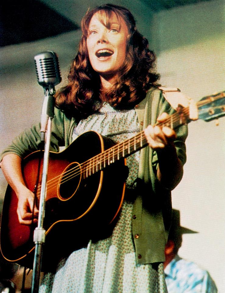 """<a href=""""http://movies.yahoo.com/movie/1800048899/info"""">COAL MINER'S DAUGHTER</a>(1980)  Actress: Sissy Spacek   Character: Loretta Lynn  Note: Sissy Spacek did all of her own singing in the movie."""