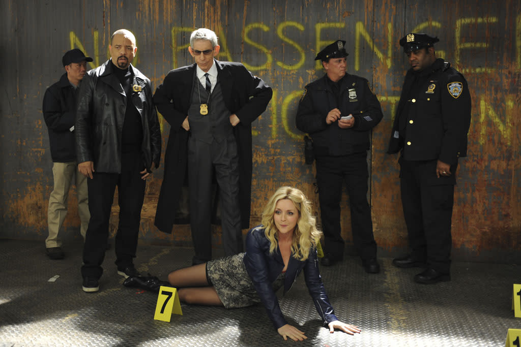 "30 ROCK -- ""Part 1: Hogcock! Part 2: Last Lunch"" Episode 712/713 -- Pictured: (l-r) Ice-T as himself, Richard Belzer as himself, Jane Krakowski as Jenna Maroney"