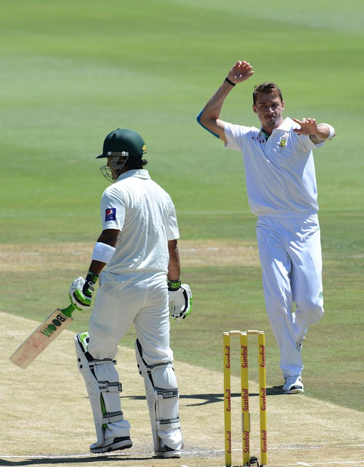 JOHANNESBURG, SOUTH AFRICA - FEBRUARY 02:  Dale Steyn of South Africa celebrates the wicket of  Muhammad Hafeez of Pakistan for 6 runs during day 2 of the 1st Test match between South Africa and Pakistan at Bidvest Wanderers Stadium on February 02, 2013 in Johannesburg, South Africa.  (Photo by Duif du Toit/Gallo Images/Getty Images)