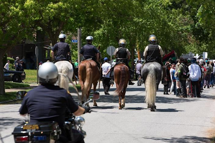 Mounted police follow a procession of people protesting Cleveland police officer Michael Brelo being acquitted of manslaughter charges, on May 23, 2015 in Cleveland, Ohio (AFP Photo/Ricky Rhodes)