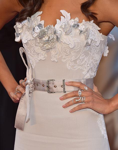 "Zoe Saldana - We have mixed feelings on her gown, but ""The Words"" actress rocked nine platinum and diamond rings from PLATINUM jewelry by Neil Lane, including more than a few trendy knuckle rings. In addition to her chandelier diamond and pearl earrings, Saldana slinked down the red carpet with $1 million worth of jewels.<br /><br />"