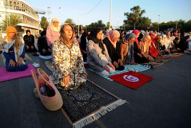 Tunisians hold a sit-in against the government, August 8, 2013 outside the Constituent Assembly headquarters in Tunis