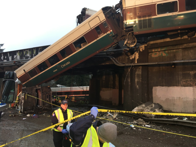 <p>An Amtrak train that derailed on a bridge over a highway in Pierce County, Washington state, U.S., December 18, 2017. (Photo: Pierce County Sheriff's Dept) </p>