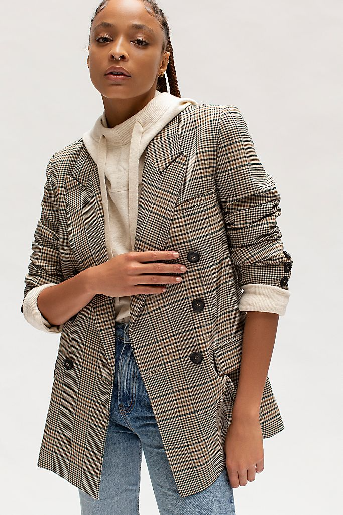 "<br><br><strong>Free People</strong> Ashby Blazer, $, available at <a href=""https://go.skimresources.com/?id=30283X879131&url=https%3A%2F%2Ffave.co%2F31BMc5D"" rel=""nofollow noopener"" target=""_blank"" data-ylk=""slk:Free People"" class=""link rapid-noclick-resp"">Free People</a>"