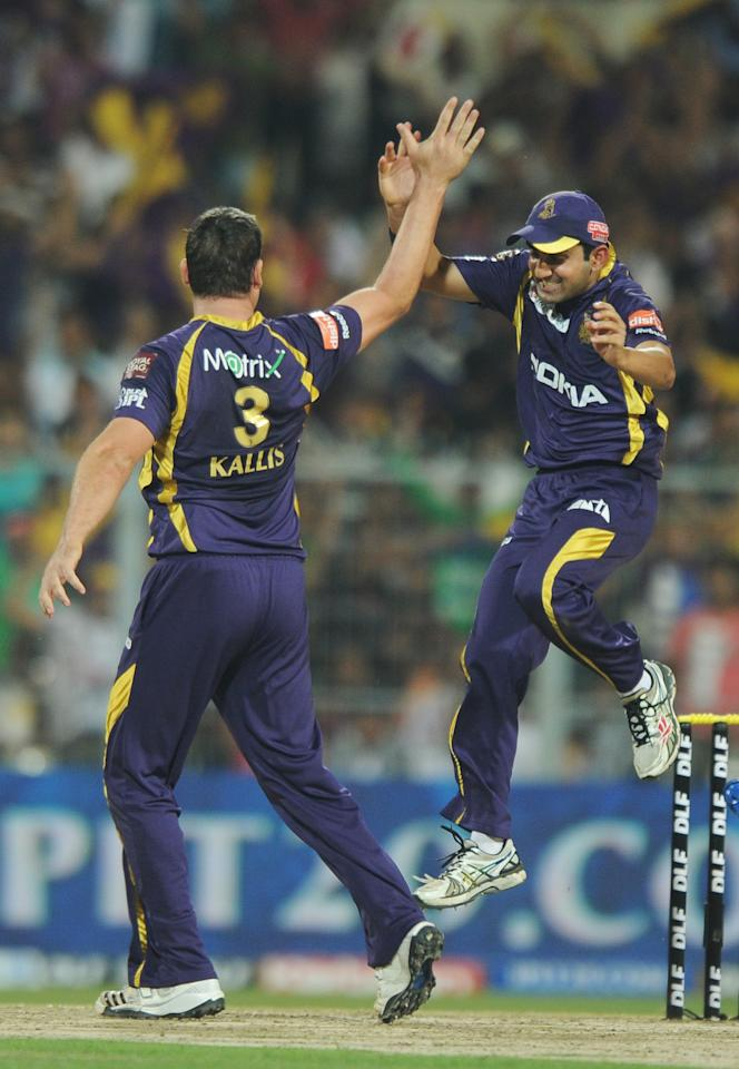 Kolkata Knight Riders captain Gautam Gambhir (R) congratulates bowler Jacques Kallis for taking the wicket of Pune Warriors India batsman Mithun Manhas during the IPL Twenty20 cricket match between Kolkata Knight Riders and Pune Warriors India at The Eden Gardens in Kolkata on May 5, 2012.  RESTRICTED TO EDITORIAL USE. MOBILE USE WITHIN NEWS PACKAGE.  AFP PHOTO/Dibyangshu SARKAR        (Photo credit should read DIBYANGSHU SARKAR/AFP/GettyImages)