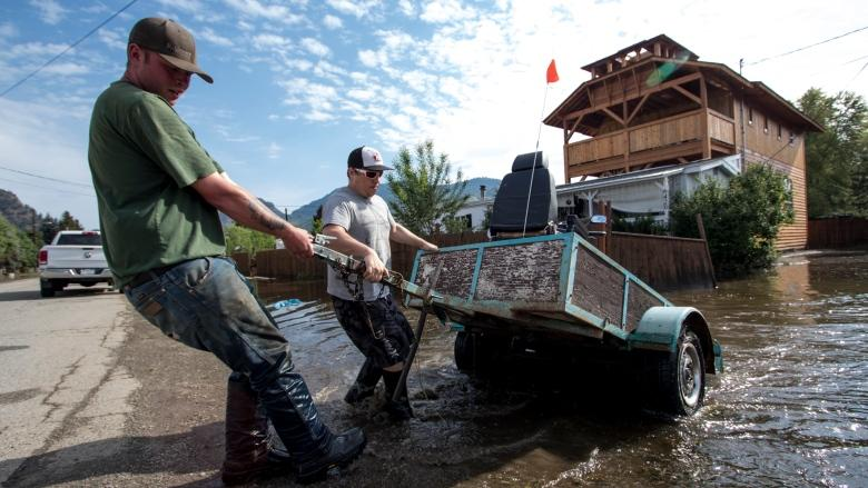 Amid fears of more flooding, Armed Forces send troops to aid B.C.