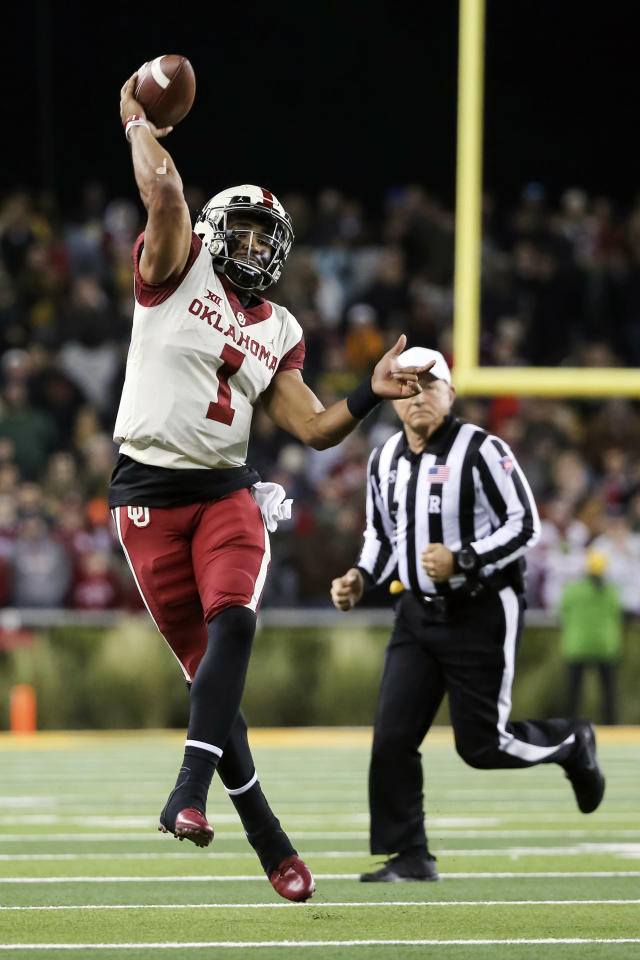 Oklahoma quarterback Jalen Hurts passes the ball against Baylor during the second half of an NCAA college football game in Waco, Texas, Saturday, Nov. 16, 2019. Oklahoma won 34-31. (AP Photo/Ray Carlin)