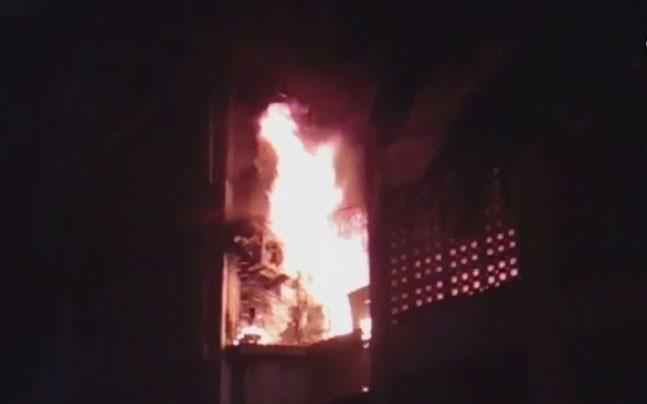 <p>Four people - all from the same family - died after a fire broke out on the third storey of a building in Mumbai's Marol. </p>